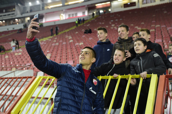 Vujadin Savić se slika sa navijačima