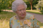 BRITANSKI HUMOR Pogledajte kako je kraljica Elizabeta ISMEJALA Obamu i Trampa
