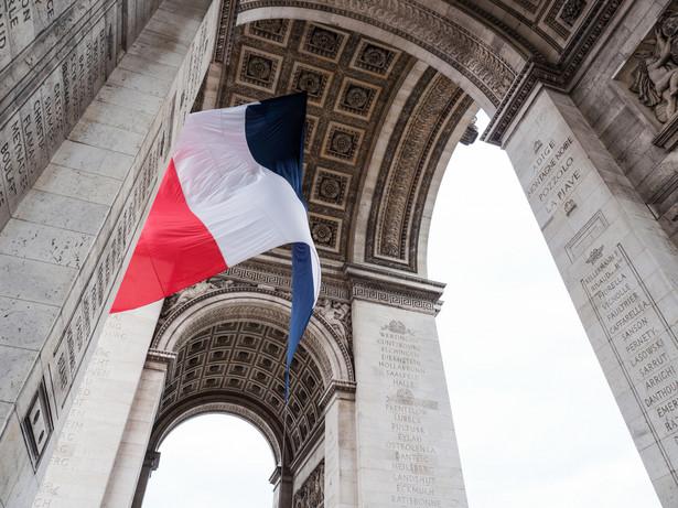 Francuski rząd zapowiedział w niedzielę, że przeprowadzi planowaną reformę emerytalną. Nowy system, który wywołał strajki w całym kraju, ma być wprowadzany stopniowo, a pod uwagę będą brane obawy społeczne - oświadczył premier Edouard Philippe.