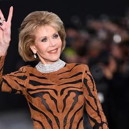 Jane Fonda w bardzo seksownej stylizacji. Ależ ona ma talię!