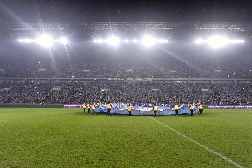 Kibice czekali na piłkarzy po Derbach Śląska