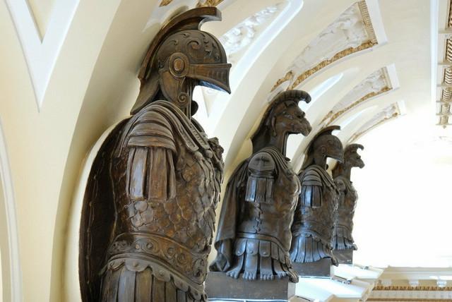 """Gipsane statue """"čuvaju"""" salu"""