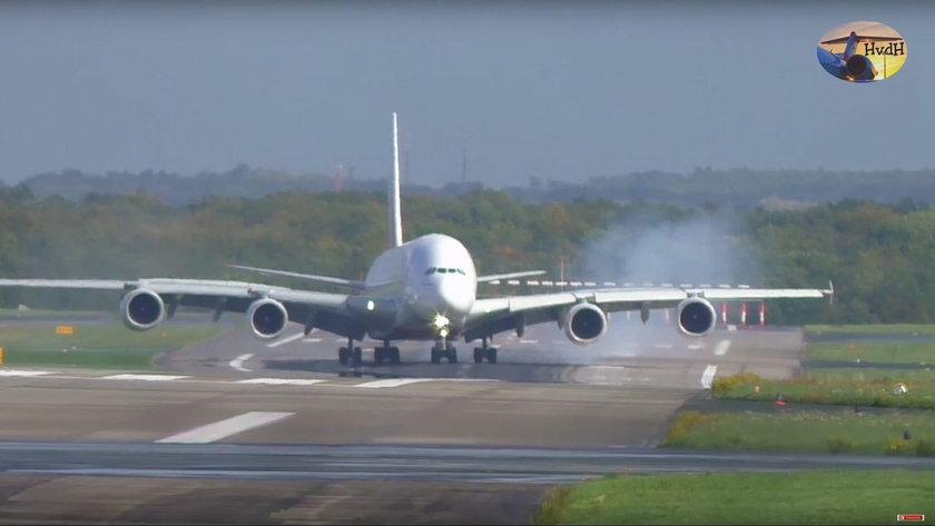 """Chwile grozy na lotnisku. Airbus """"wyglądał jakby miał się rozbić"""""""