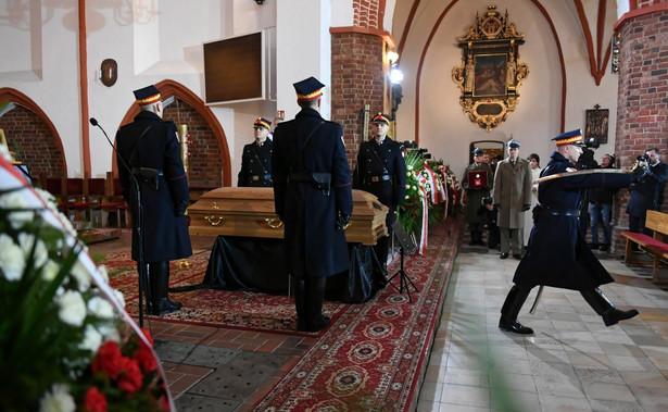 W poniedziałek w Kościele Mariackim w Słupsku odbywa się msza św. pogrzebowa posłanki PiS Jolanty Szczypińskiej, której przewodniczy biskup diecezji koszalińsko-kołobrzeskiej ks. Edward Dajczak.