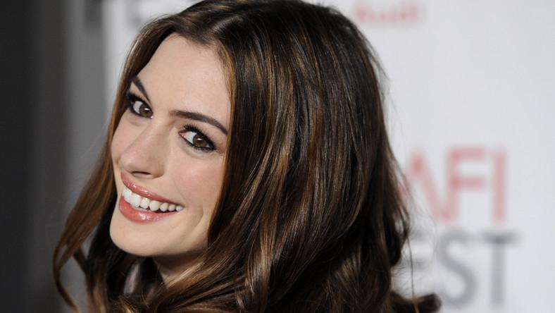 """Anne Hathaway na premierze swego najnowszego filmu """"Miłość i inne używki"""""""