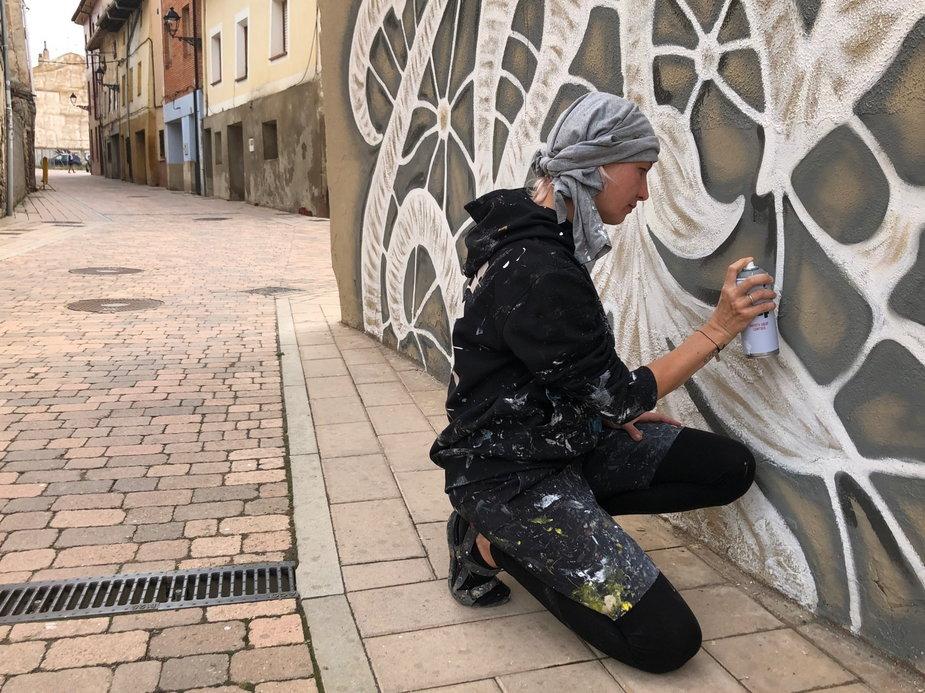Polka zmieniła oblicze hiszpańskiego miasteczka. Mural NeSpoon zachwyca