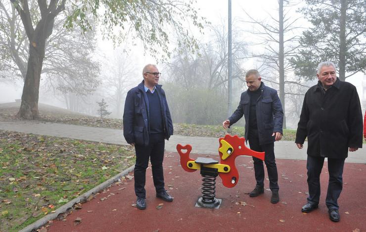 Novi park u Rakovici, Miljakovac 2, Vesić Goran posadio drvo