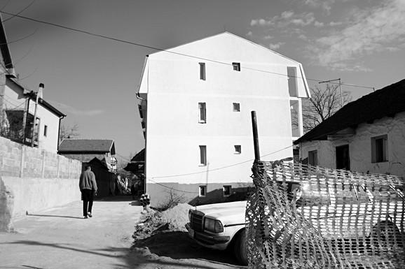 Zgrada u Železniku gde su prevareni građani kupovali stanove