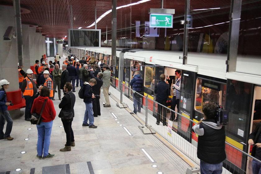 Autobusy dowiozą do metra