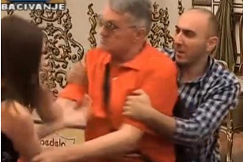 Milojko ošamario Milijanu: Starac izgubio kontrolu nad sobom, cimeri ga jedva smirili!