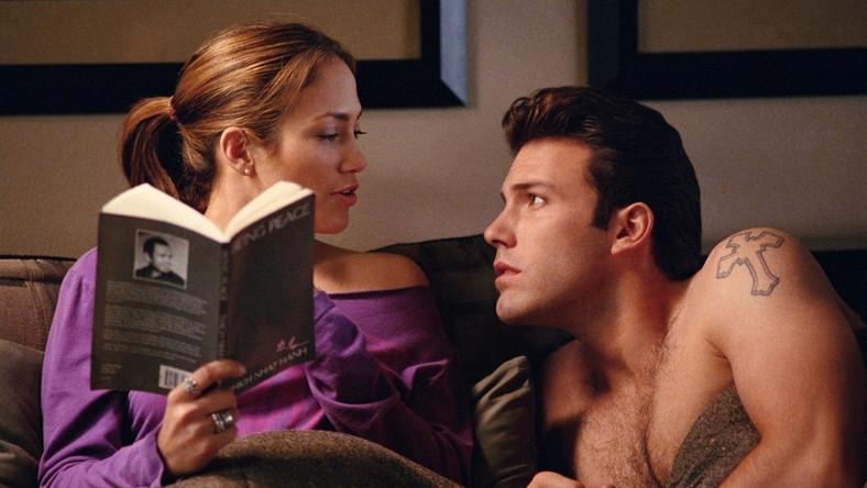 """Film, po którym Ben Affleck nie tylko zakończył związek z Jennifer Lopez, ale aktorsko został spisany na straty. Zrehabilitował się dopiero w """"Hollywoodland"""", następnie objawił nieoczekiwany talent reżyserski w ciekawym i dojrzałym debiucie: """"Gdzie jesteś Amando?"""", by wreszcie zgarnąćoklaski i Oscara za """"Operację Argo""""."""