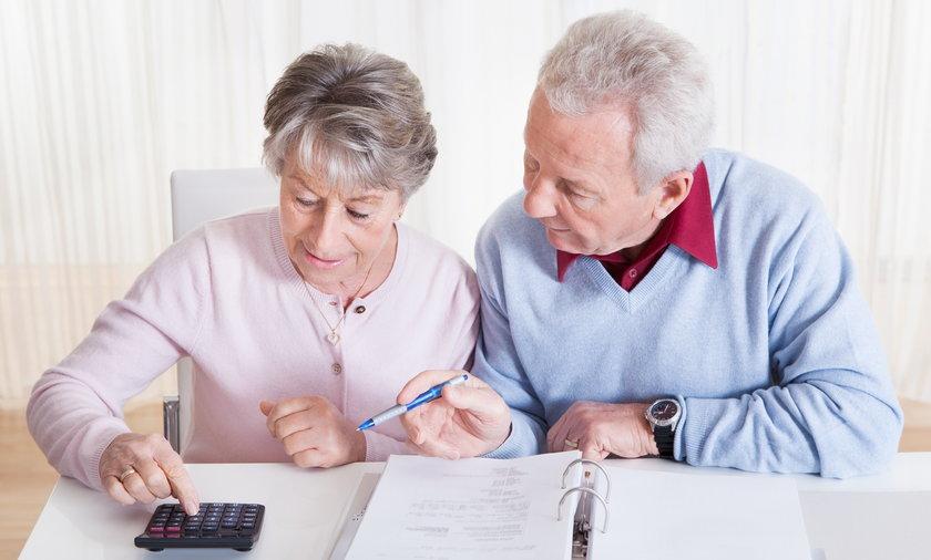 Dopłaty do rachunków za prąd mają objąć także wybrane grupy emerytów.