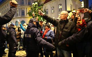 Śródmiejska policja bada, czy Frasyniuk naruszył nietykalność funkcjonariusza