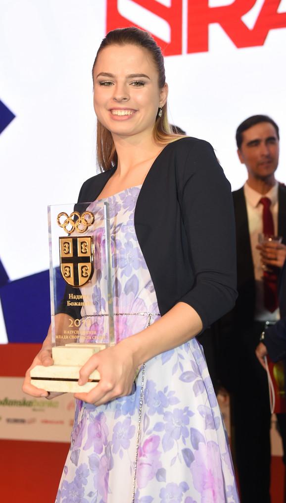 Mlada nada tekvondoa - Nadica Božanić, sa nagradom OKS-a