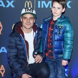 Gwiazdy z dziećmi na premierze filmu. Syn Jana Wieczorkowskiego to wykapany tata