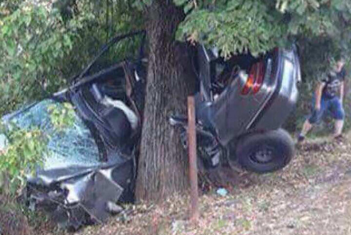 TESKA NESRECA U PRNJAVORU Tinejdzer izgubio kontrolu nad vozilom i udario u drvo