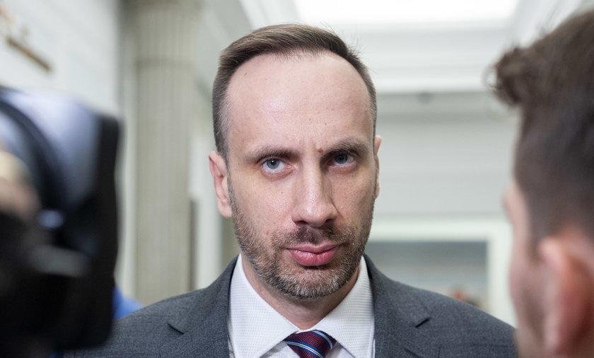 Poseł Janusz Kowalski w ostrych słowach odpowiedział koalicjantowi z Zjednoczonej Prawicy.