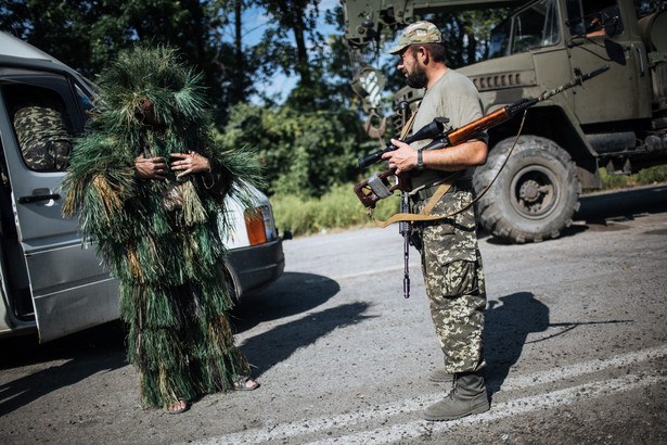 Ukraiński patrol. Fot. EPA/ROMAN PILIPEY