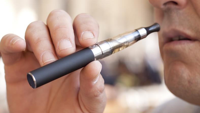 Elektroniczne papierosy groźne dla biernych palaczy