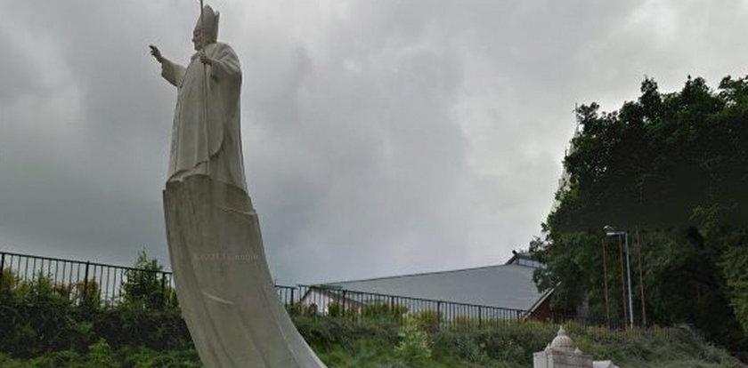 Najgorsze pomniki papieża. Wbrew jego woli