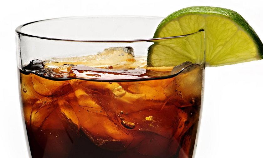 Lód w napojach ma więcej bakterii niż woda z WC