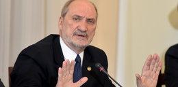 B. szefowie MON ostro o Macierewiczu: nie powinien dłużej być ministrem