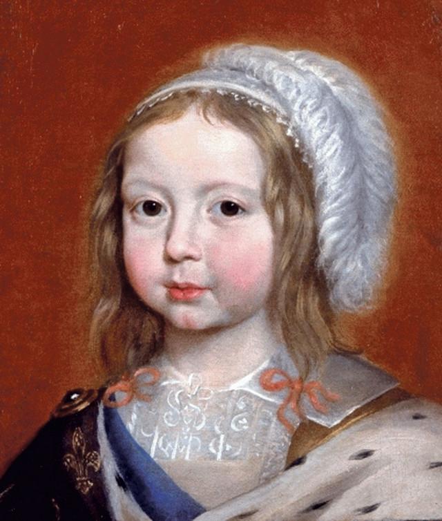 Luj XIV se prvi put okupao kada je napunio sedam godina. Čuvena priča o neprijatnom mirisu Luja XIV, ima zanimljivu pozadinu. Naime, lekari su Luja posavetovali da se što ređe kupa kako ne bi ugrozio zdravlje