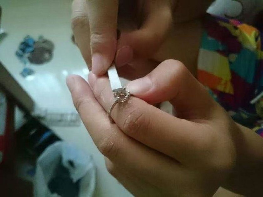 Chciała pierścionek z diamentem. Ukochany podarował jej to