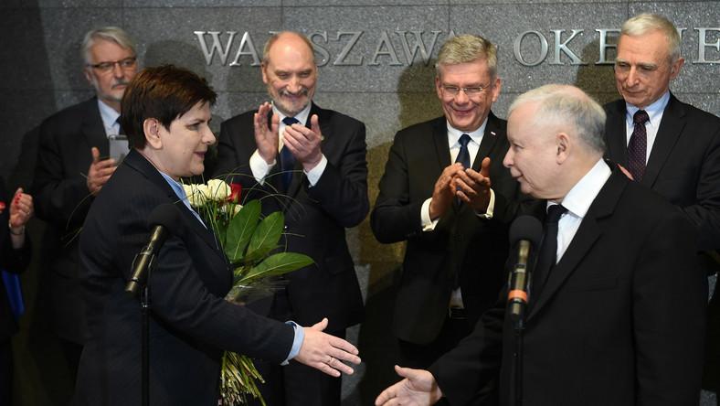 Przywitanie Beaty Szydło na lotnisku Chopina