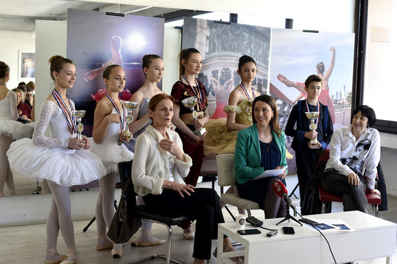 Balerine i baletan sa Ajom Jung i pedagozima Ivankom Lukateli i Marijom Janković