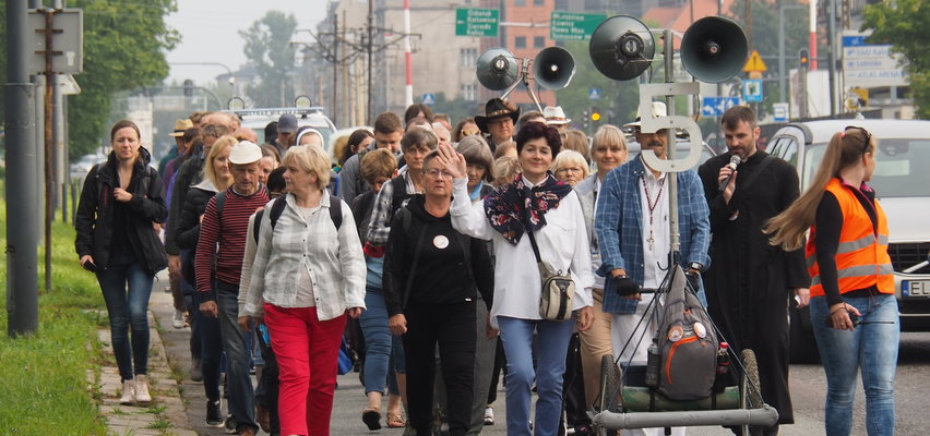 Pątnicy z Łodzi idą na Jasną Górę. To już 96. piesza pielgrzymka do Częstochowy