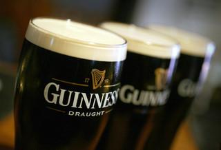 Irlandia: Puby i restauracje mogą przyjmować gości wewnątrz tylko z certyfikatami