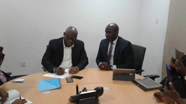 Prudent Energy MD, AbdulWasiu Sowami and Handball President, Sam Ocheho during the birth of a new Handball League in Nigeria in 2018. (Twitter/Kelechi Watchdog Nkoro)