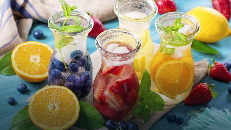 Co pić latem? Najzdrowsze napoje sezonowe