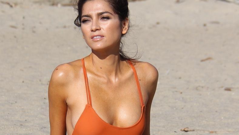 Blanca Blanco prezentuje ciało w 7 strojach kąpielowych