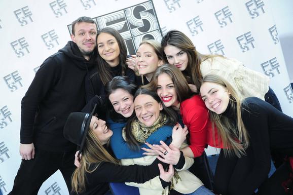 Rediteljka Jelena Marković okružena glumicama, Pretpostavka nevinosti, Fest