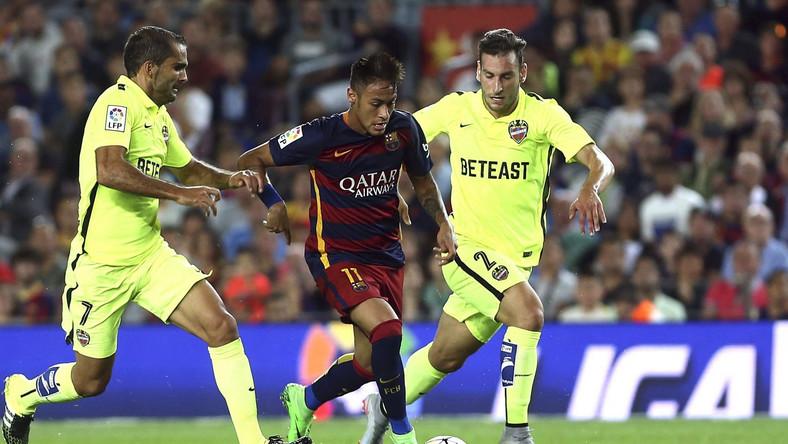 Neymar (w środku)