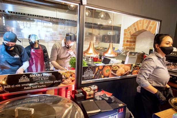 """Restauracja na toruńskiej starówce """"Smaki Indii Restaurant Cafe & Bar - Toruń"""" otwarta mimo lockdownu"""