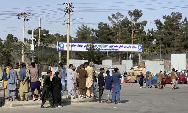 Brama lotniska w Kabulu