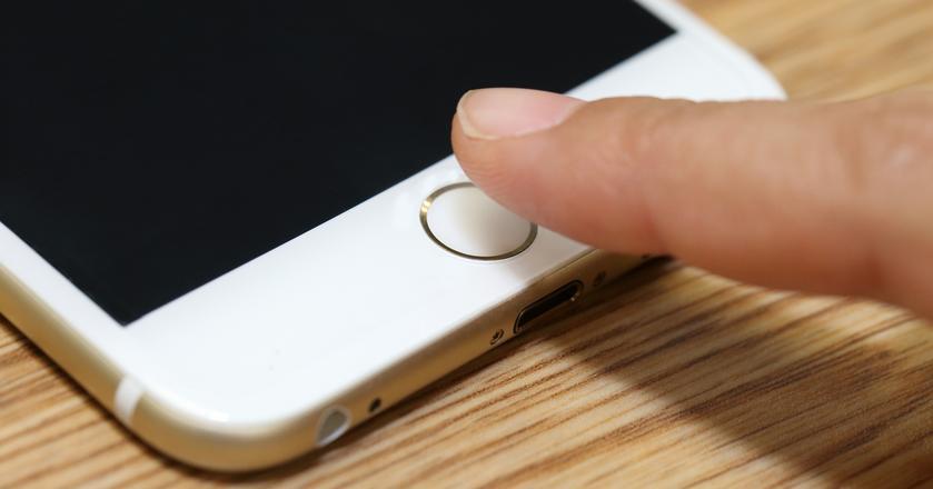 Touch ID w nowej wersji iPhone'a może stać się częścią wyświetlacza. Albo znaleźć się z tyłu
