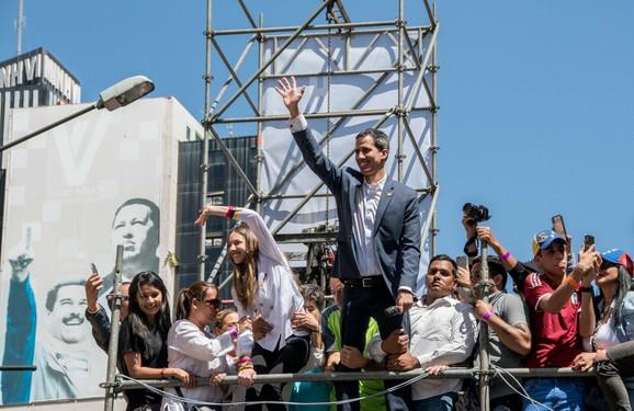 Gvaido obilazi Venecuelu kako bi održavao svoju kampanju u životu