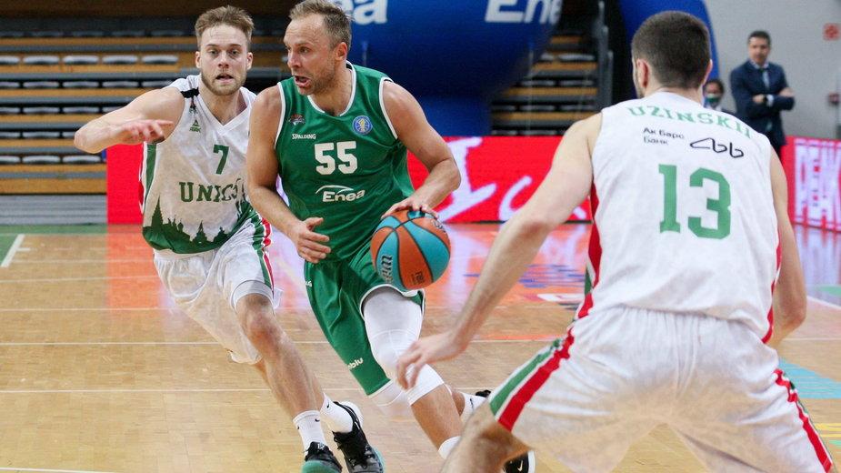 Łukasz Koszarek w meczu z UNIKS-em