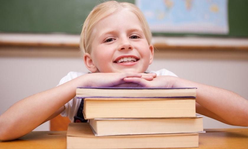 dziecko szkoła podręcznik  tornister
