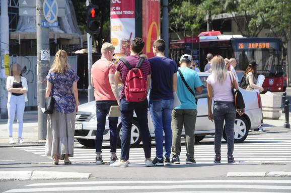Crveno za pešake traje i duže od minut i po: Prelaz na Trgu