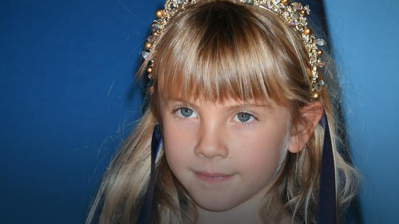 7 Letnia Córka Pink Ma Fioletowe Włosy Dziecko