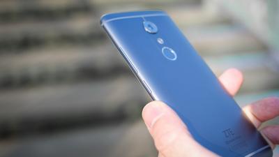 ZTE Axon 30 już oficjalnie. Telefon z kamerką pod ekranem
