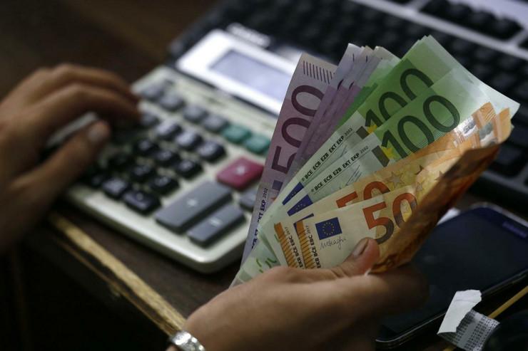Dinar ojačao prema evru