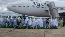 Saudi Arabia wants 60,000 vaccinated residents of the kingdom to perform the annual hajj (Guardian)