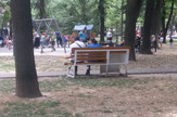 Par je odmorio na klupi, ali niko satima nije zauzeo njegovo mesto