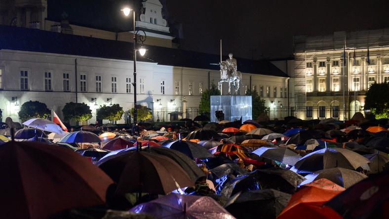 WARSZAWA PAŁAC PREZYDENCKI AKCJA DEMOKRACJA (Akcja Demokracja pod Pałacem Prezydenckim)